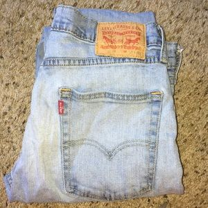 Levies light washed jeans